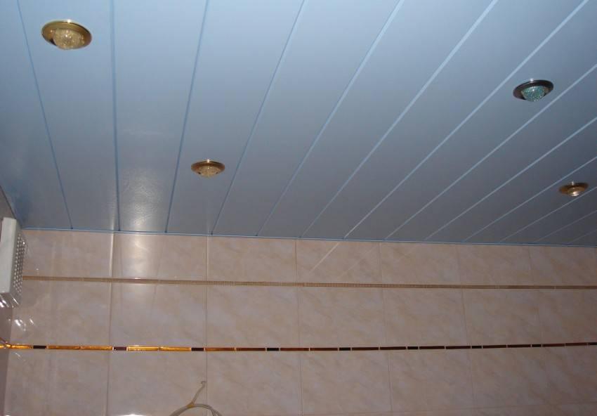 Потолок из панелей пвх в ванной — особенности монтажа и пошаговая инструкция