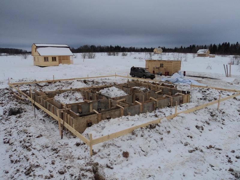 Как правильно залить фундамент зимой своими руками: правила работ