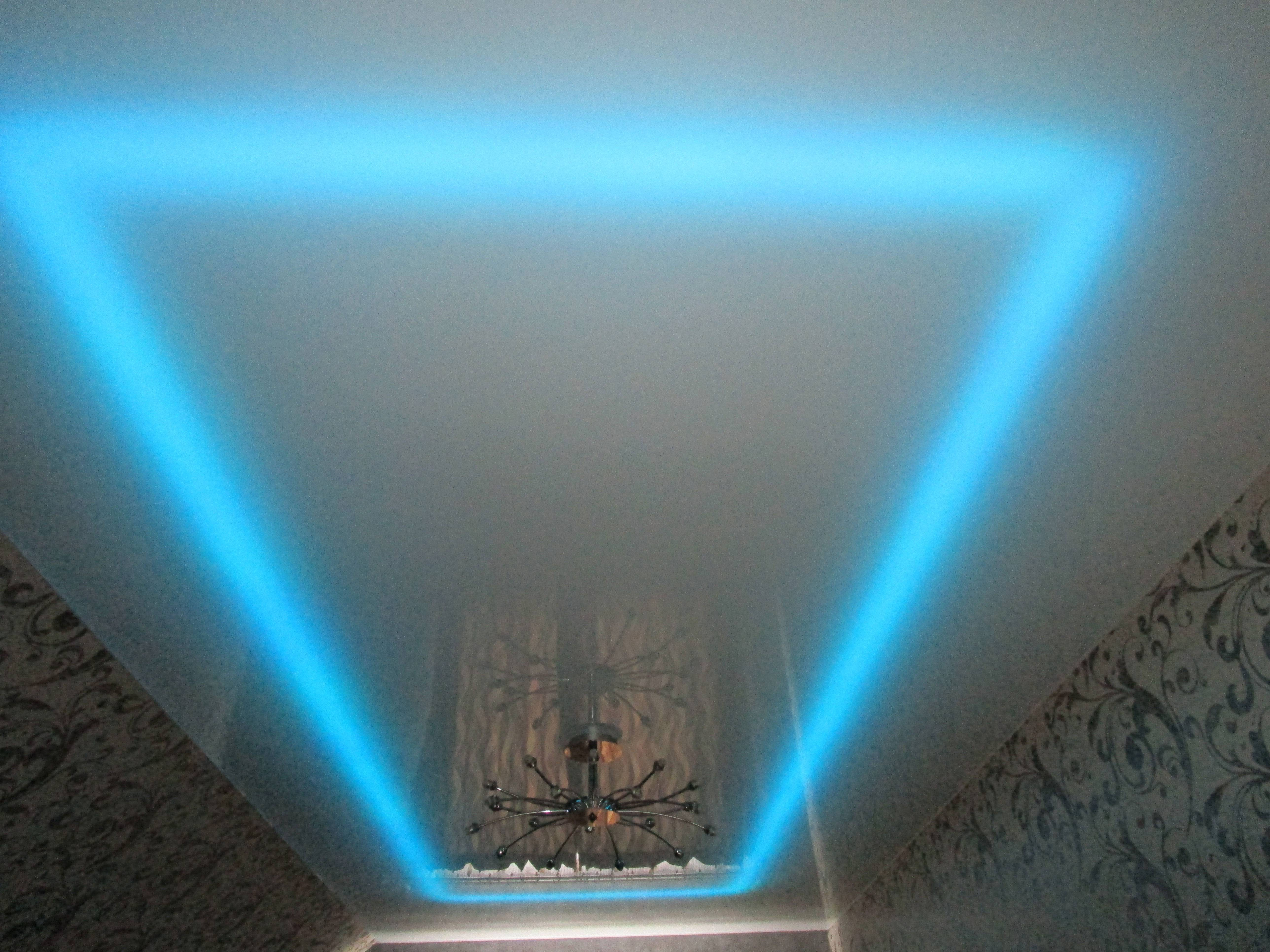 Монтаж, фото и стоимость прозрачного натяжного потолка со светодиодной подсветкой