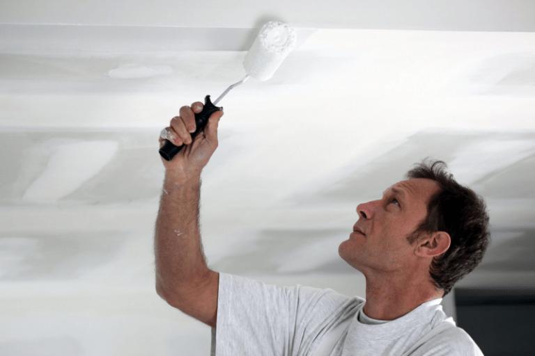 Как исправить неровности на потолке после покраски