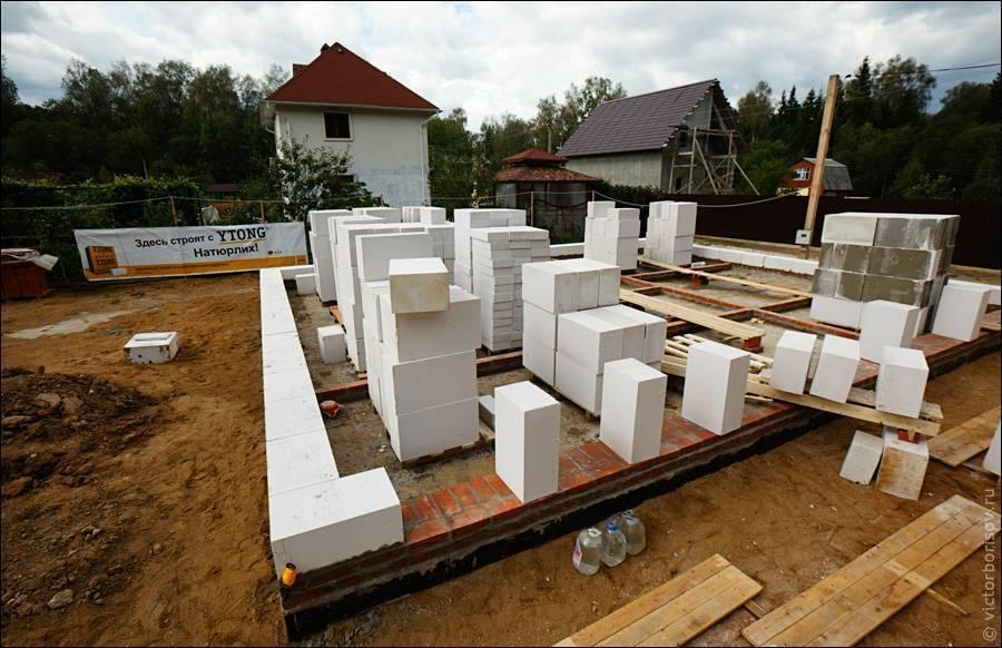 Дома из пеноблоков: плюсы и минусы, расчет, строительство, рекомендации