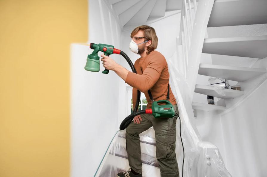 Как правильно красить потолок краскопультом