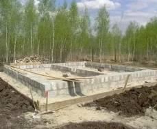 Какой фундамент лучше всего построить на болотистой почве