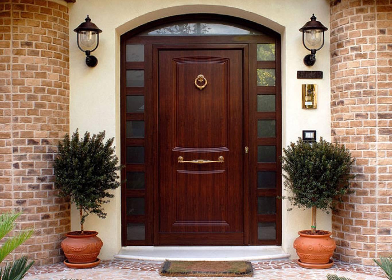 Железная входная дверь в квартиру: как выбрать правильно и какую