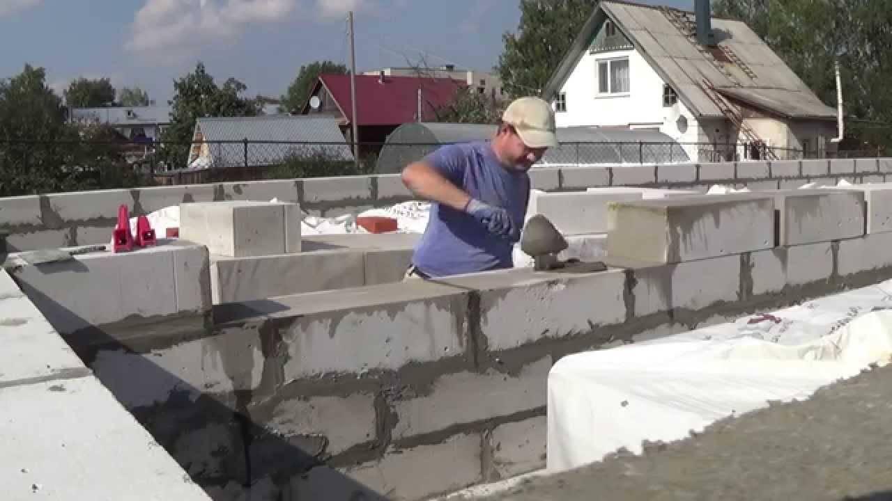 Как класть пеноблок на фундамент при помощи раствора своими руками