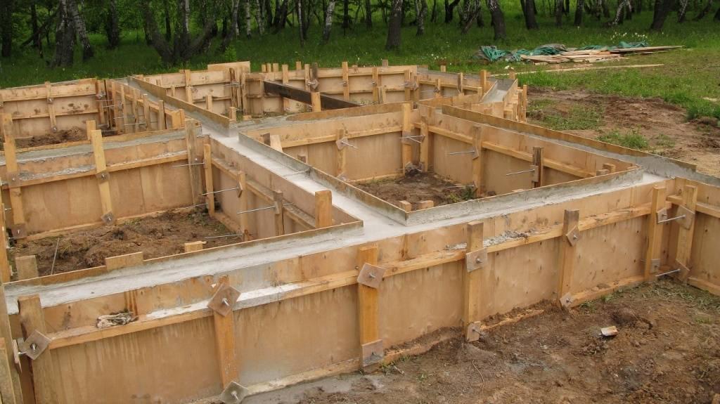 Какой фундамент под деревянный дом выбрать