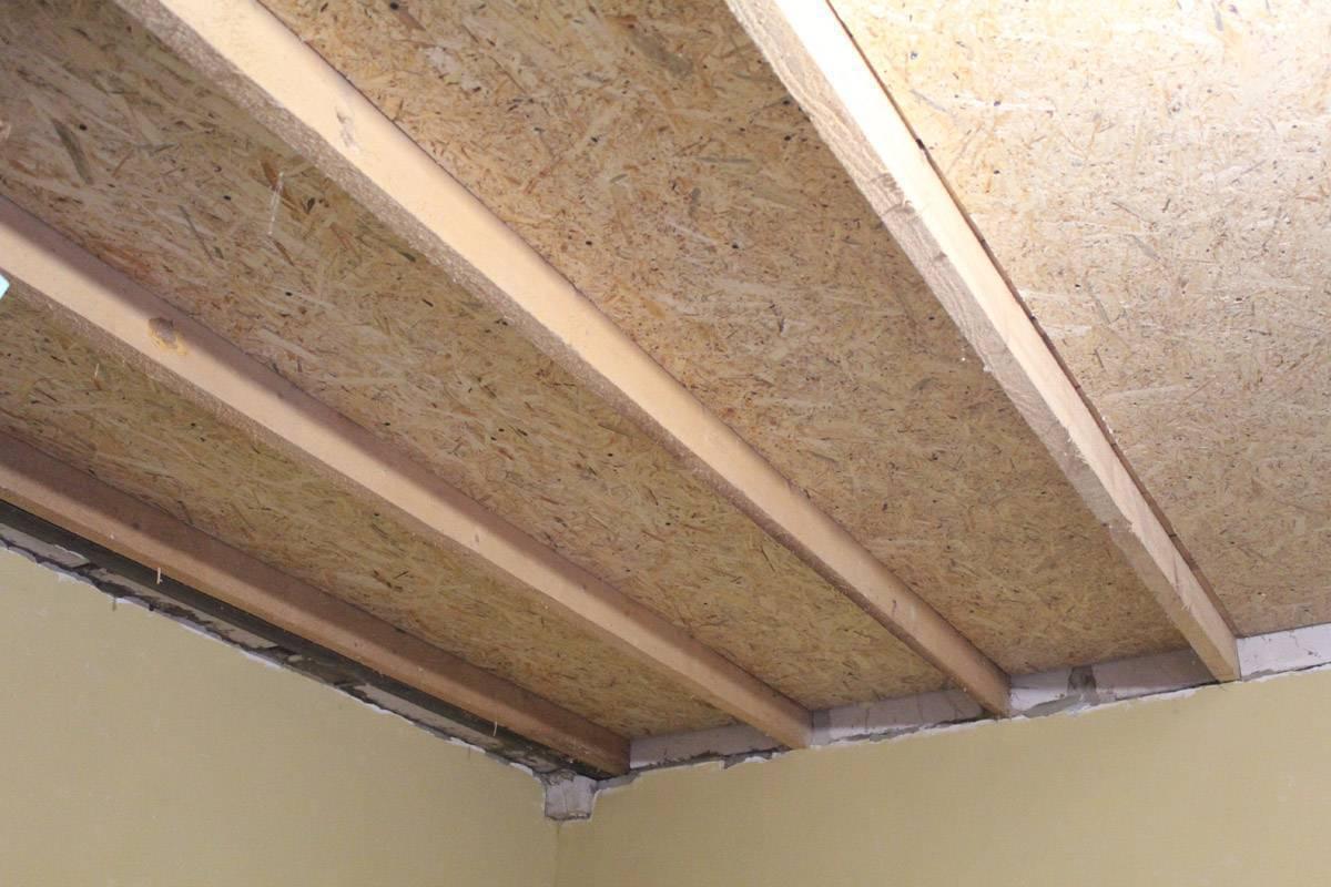 Чем лучше подшить потолок в частном доме осб или гипсокартоном