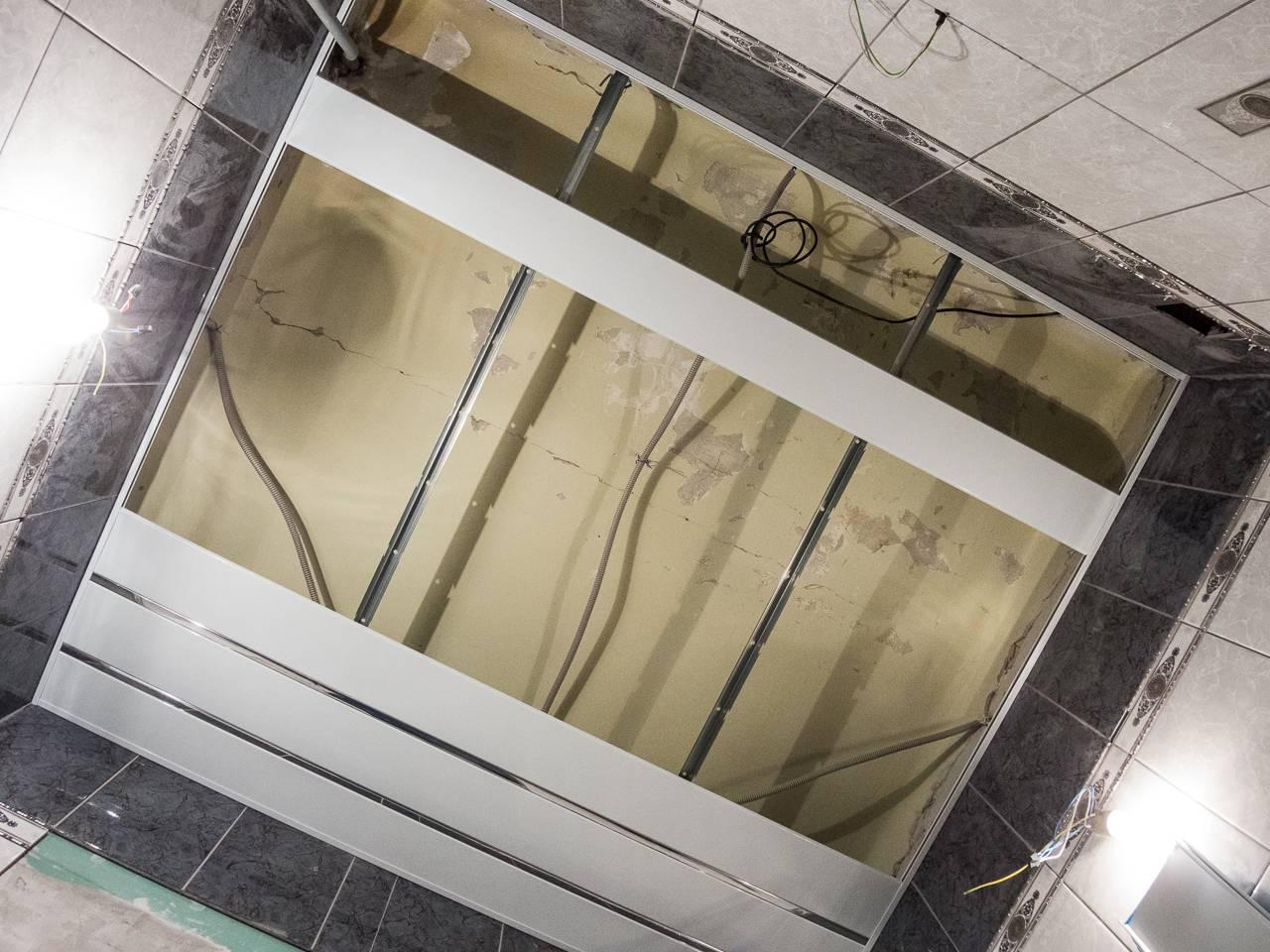 Как разобрать и снять подвесной реечный потолок в ванной своими руками