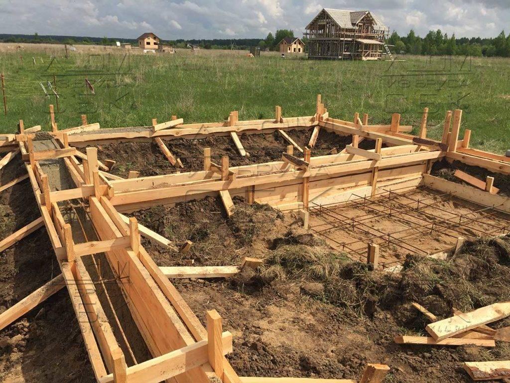 Фундамент для деревянного дома своими руками: какой ленточный лучше