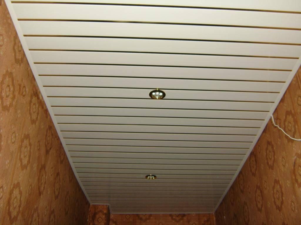 Потолок из сайдинга: плюсы, минусы и порядок монтажа