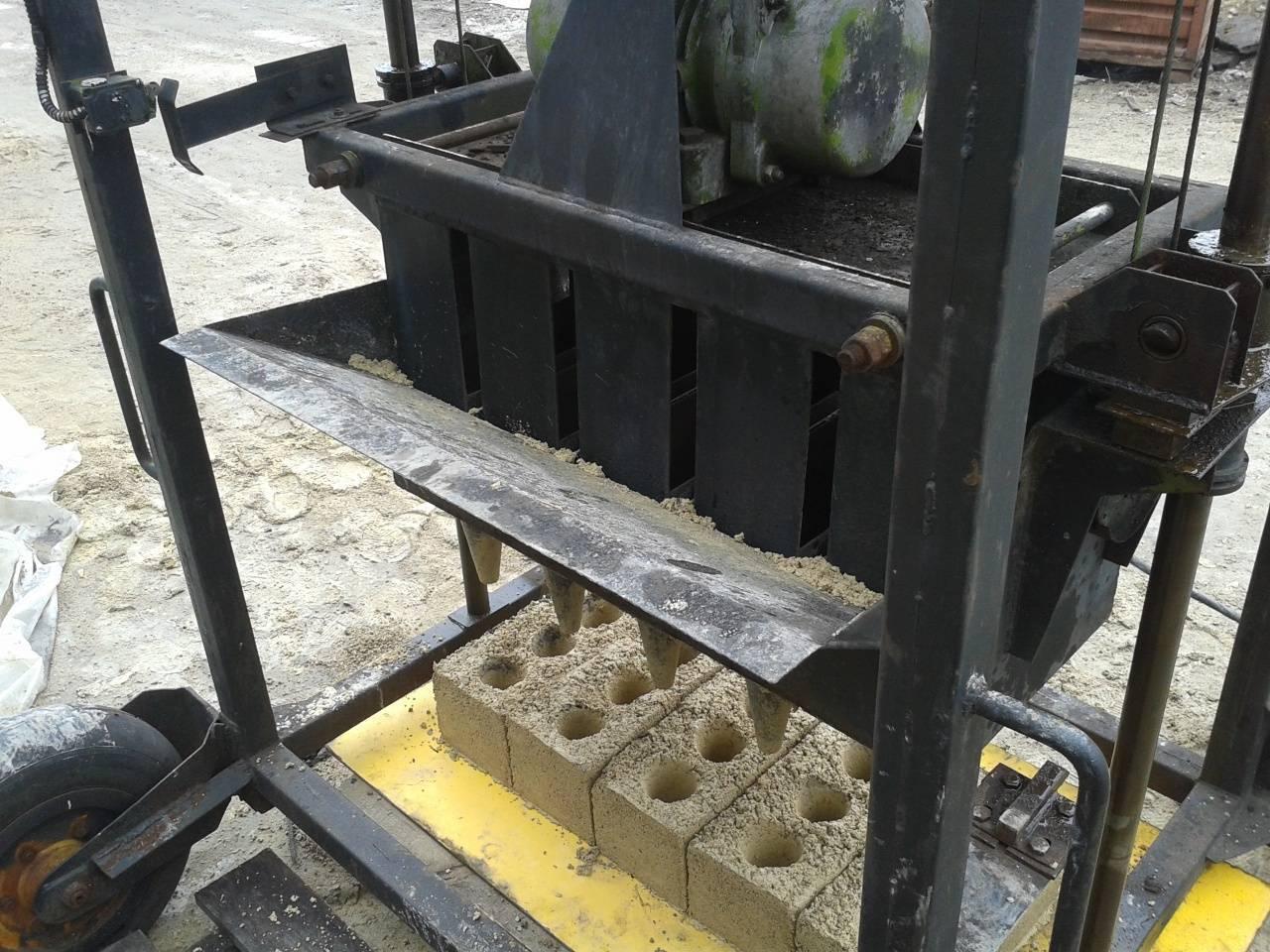 Оборудование для шлакоблоков своими руками: станки для производства, вибростолы, чертежи форм, себестоимость - инструкция по расчету, фото и видео-уроки