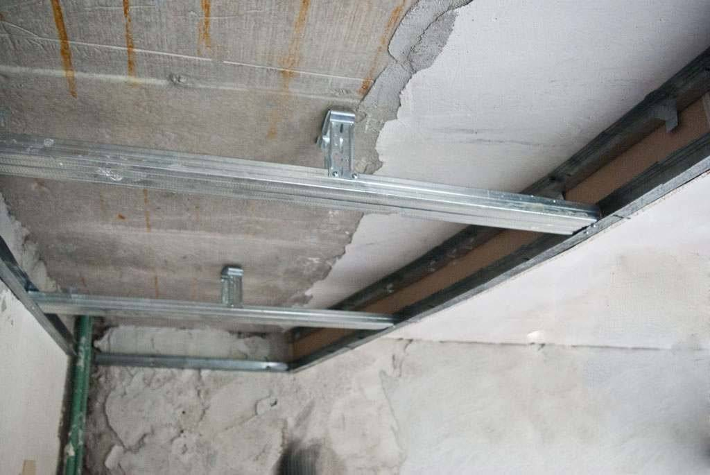 Демонтаж гипсокартонного потолка: как разобрать гкл и цена за м2 подвесного