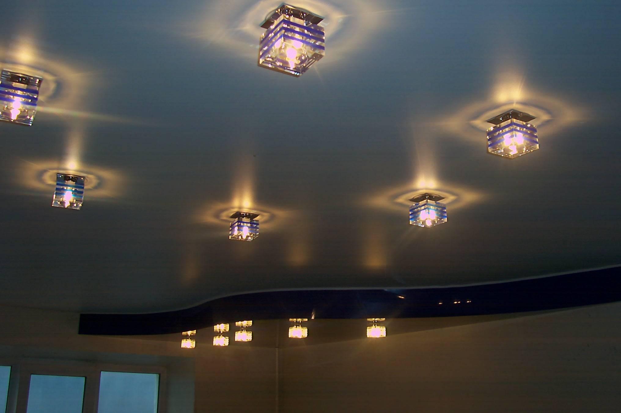Размещаем светильники на натяжном потолке: лучшие схемы для любого помещения