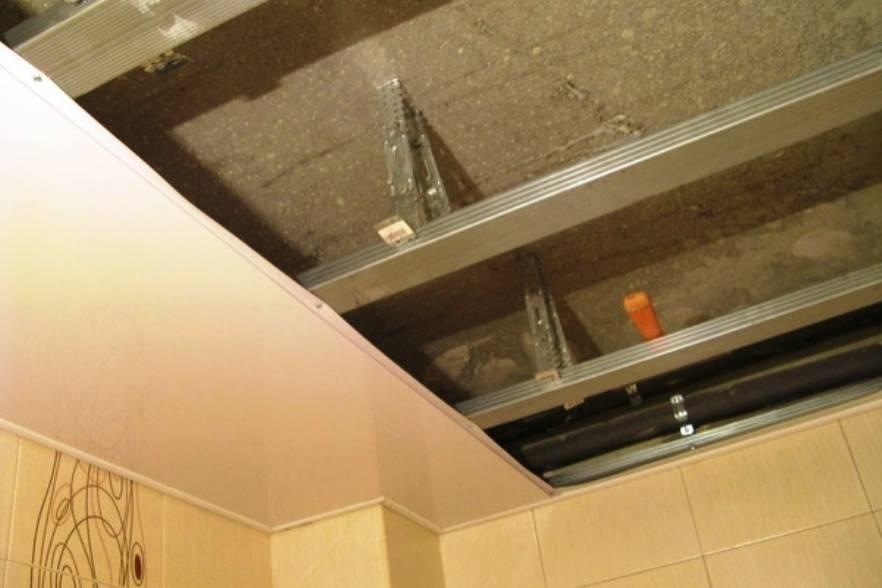 Потолочные панели для кухни, пластиковый потолок на кухне - фото и примеры
