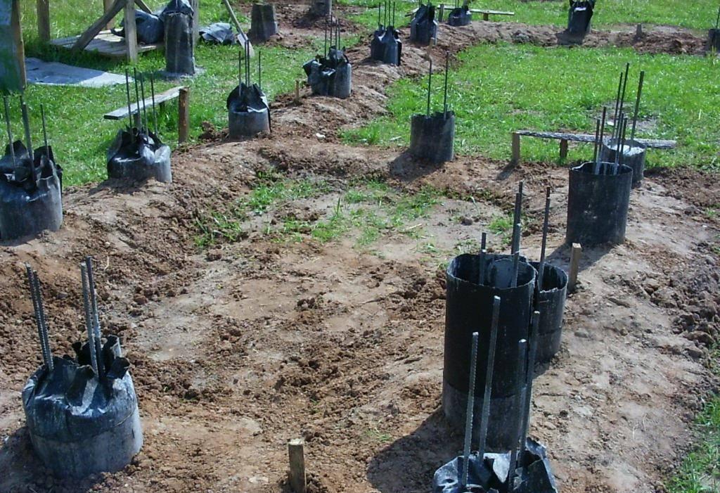 Как сделать фундамент из пластиковых труб – варианты строительства своими руками