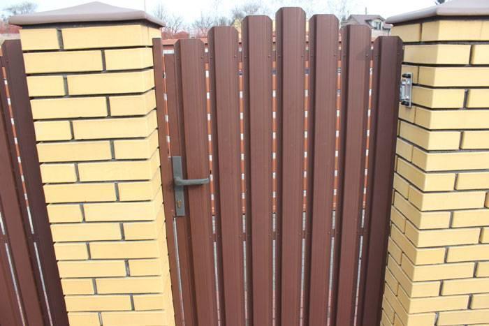 Забор из евроштакетника своими руками пошаговая инструкция, фото, установка, расчет