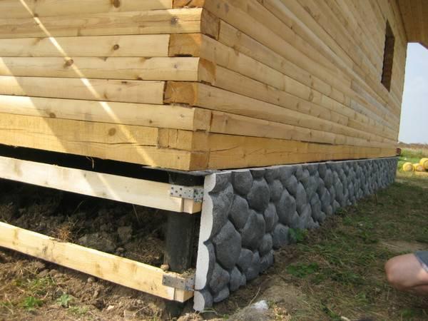Утепление деревянного дома на сваях - два подхода