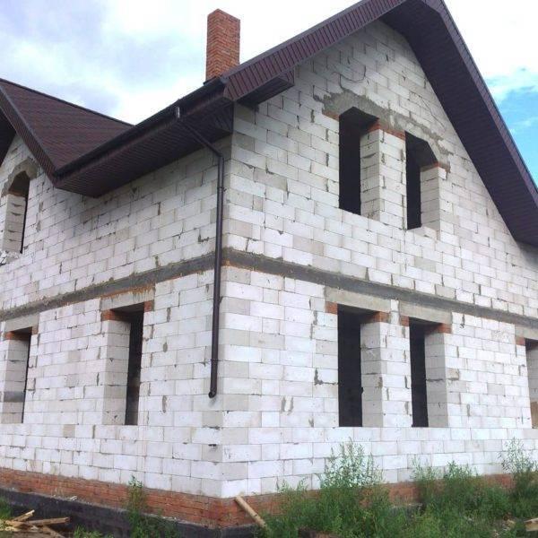 Какой материал выбрать для постройки дома: брус или пеноблок – что лучше?