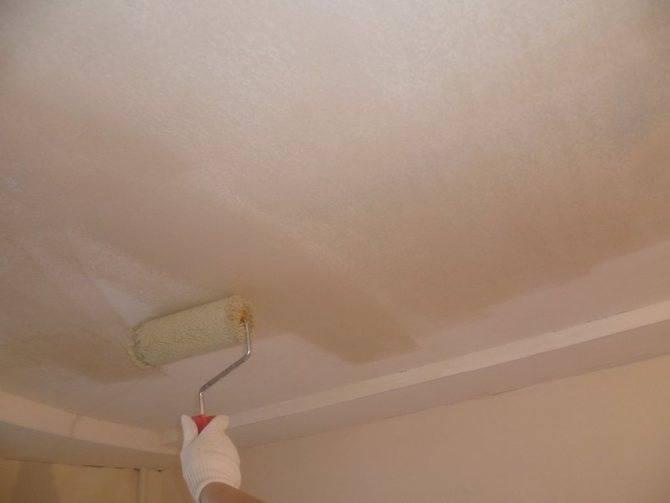Шпаклевка потолка своими руками: как снять старый слой, сделать основу под покраску, правильно наносить финишную смесь и шпаклевать поверхность из гипсокартона?