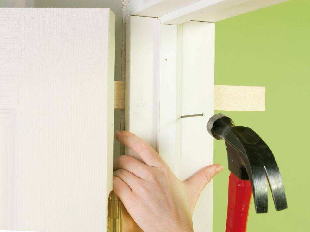 Установка межкомнатных дверей своими руками - правильная технология работ