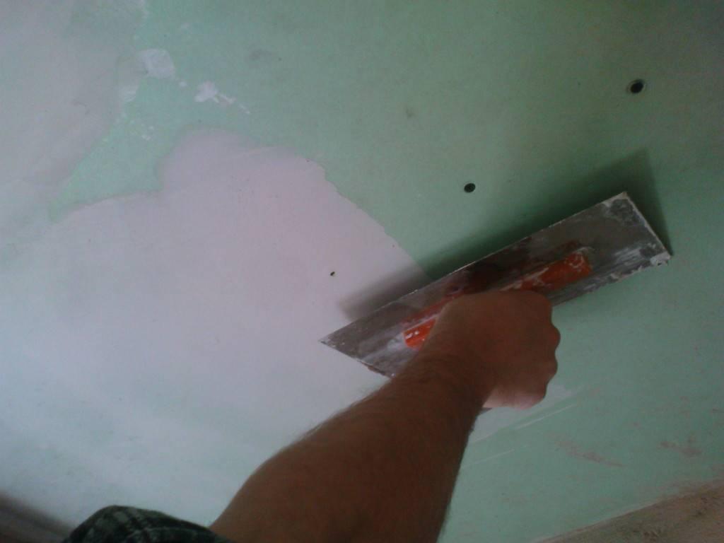 Шпаклевка потолка: этапы работ, особенности, хитрости