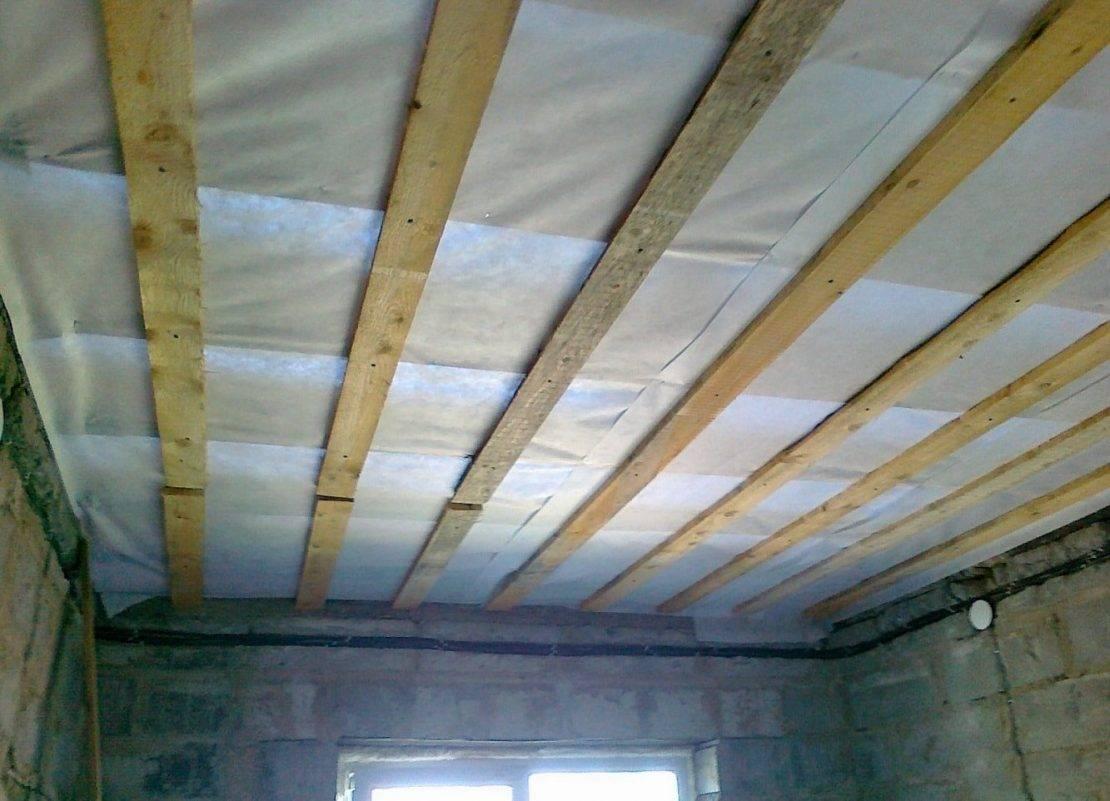 Чем лучше подшить потолок в частном доме, как сделать черновик?