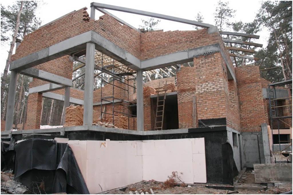 Технология строительства монолитного частного дома. плюсы и минусы.