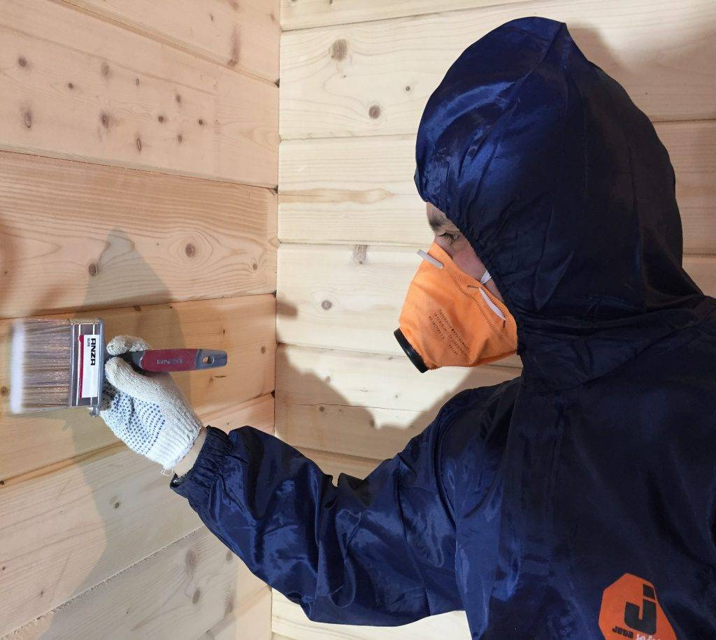 Чем покрасить деревянный дом снаружи: подбор краски и как правильно покрасить