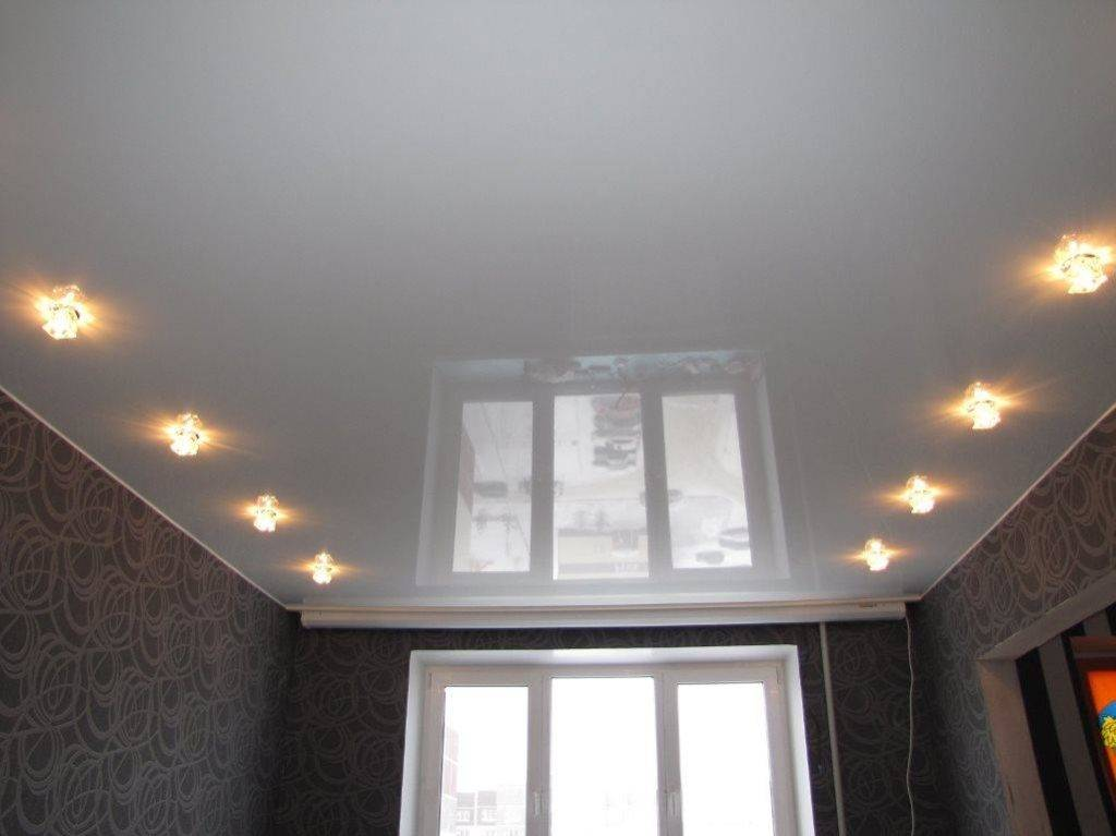 Расположение светильников на натяжном потолке (11 фото)