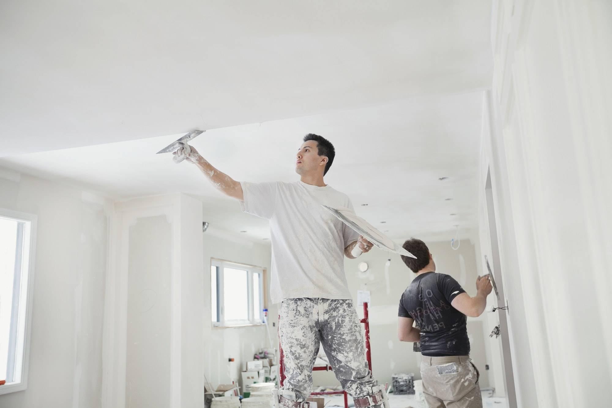 Какой шпаклевкой лучше шпаклевать потолок из гипсокартона под покраску