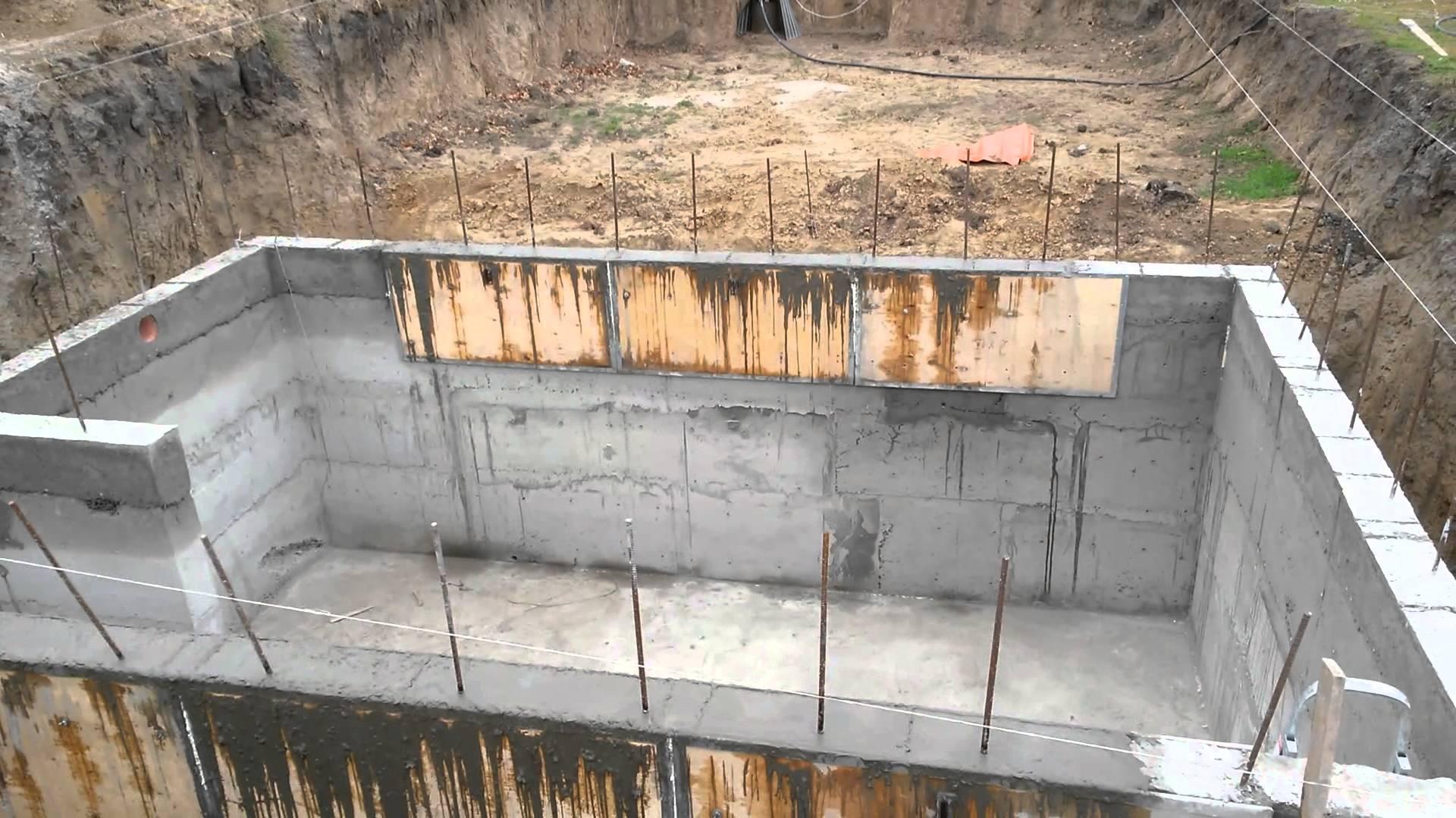 Как проводится строительство цокольного этажа в частном доме