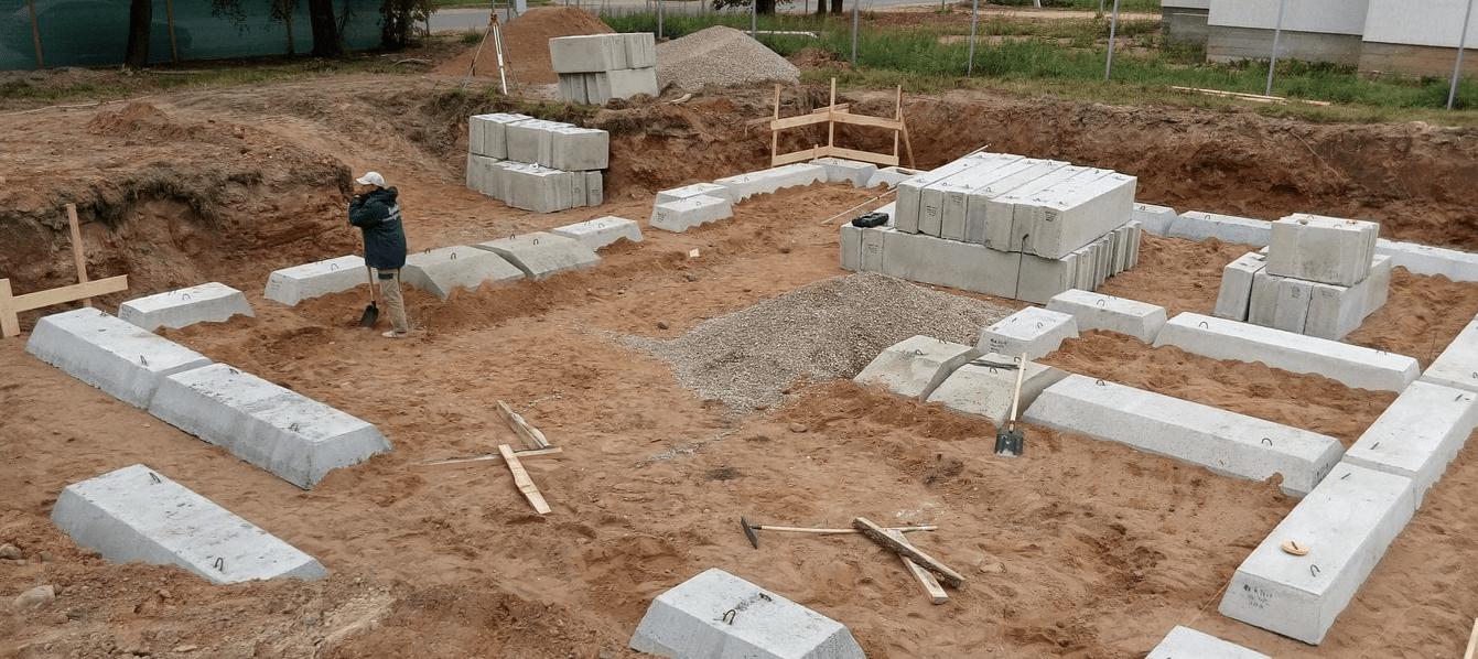 ????какой фундамент лучше: ленточный или монолитная плита и их особенности - блог о строительстве