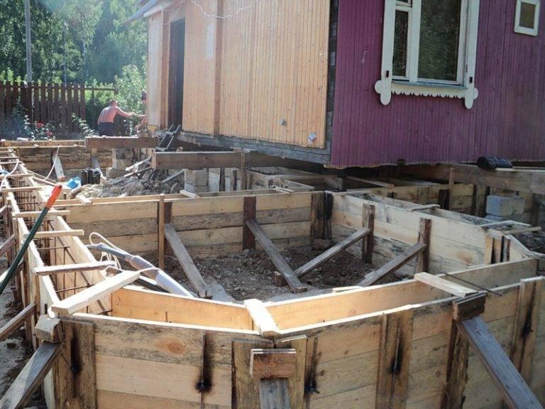 Как построить новый дом рядом со старым