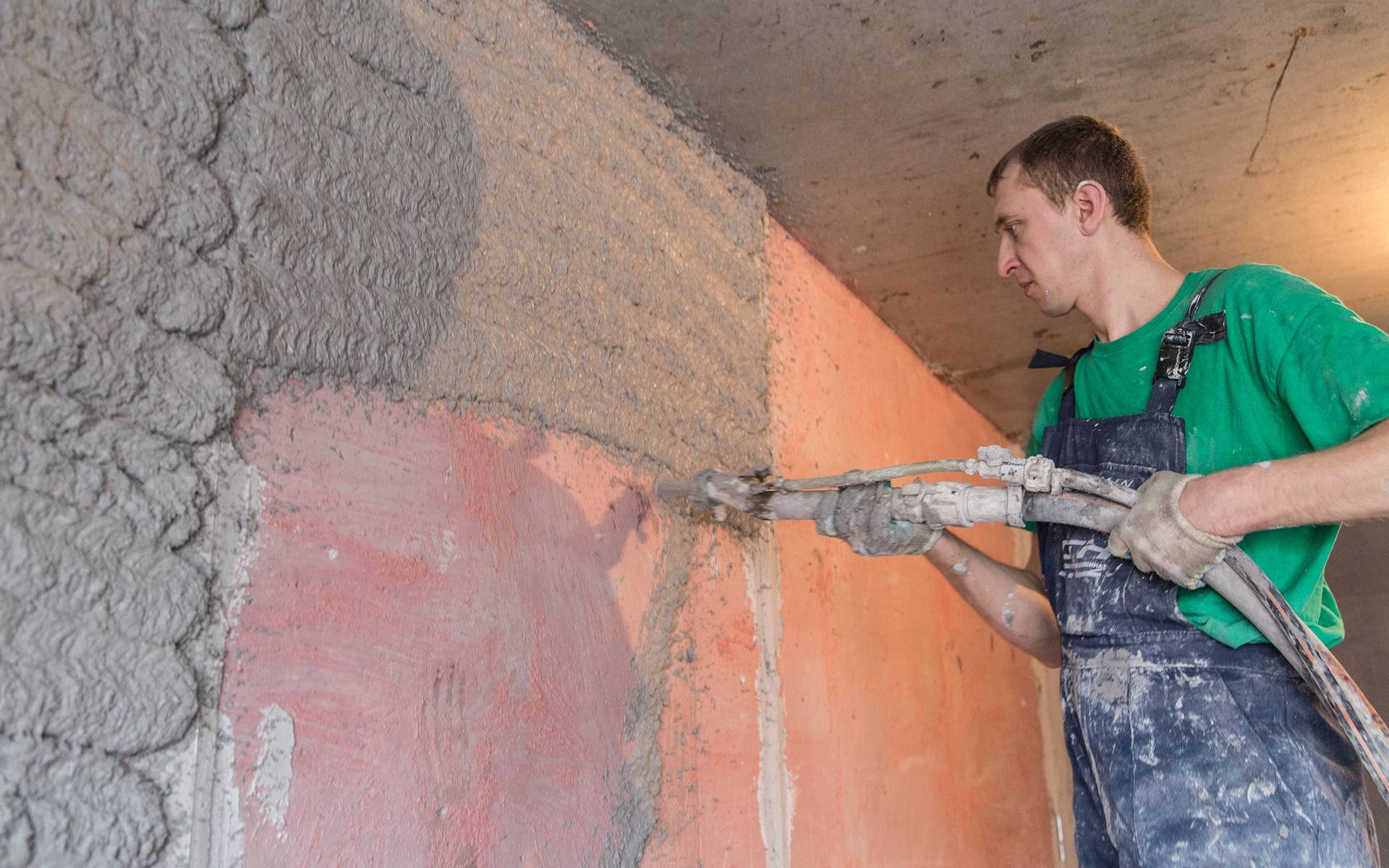 Что лучше для отделки потолка - штукатурка или гипсокартон?