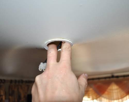 Что делать, если залили натяжной потолок - советы и рекомендации, видео и фотоурок от профессионалов