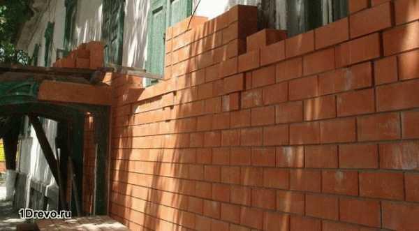 Как делают стены из бруса кирпича