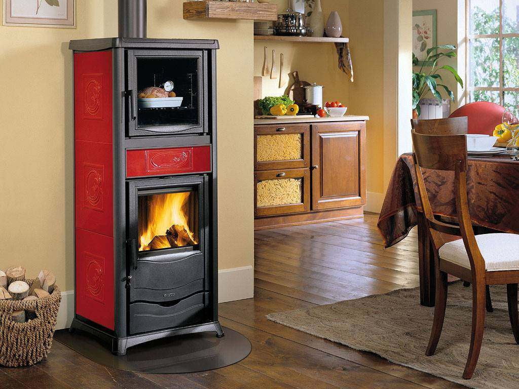 Печь-камин для дачи длительного горения: рейтинг, установка