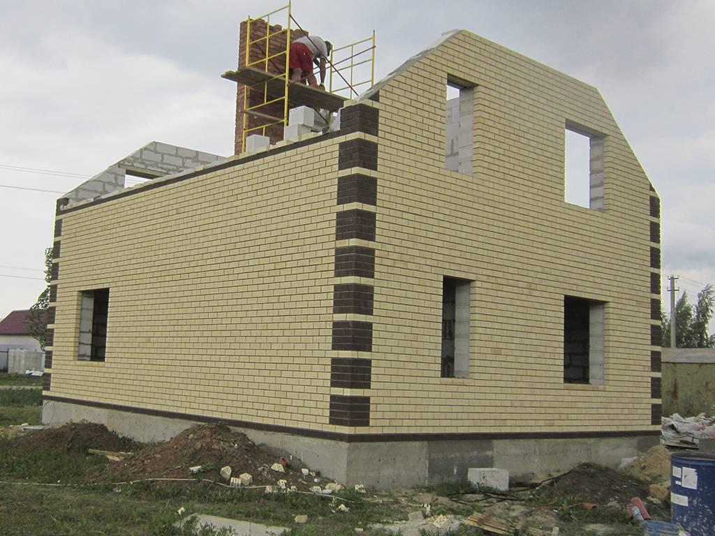 Облицовка стен дома из пеноблоков кирпичом (фото, видео, технология)