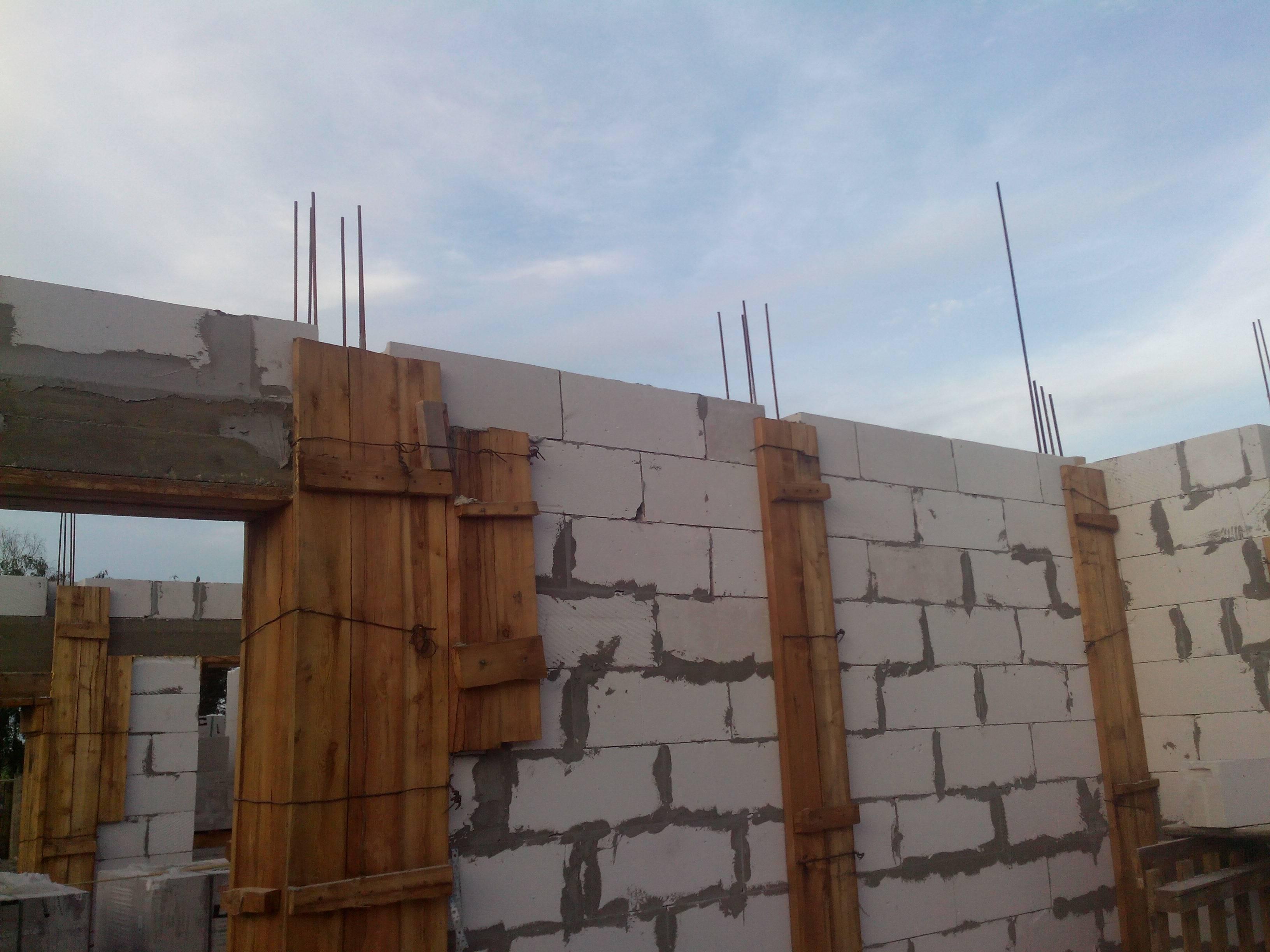 Из чего строить дом - из бруса или газобетона?