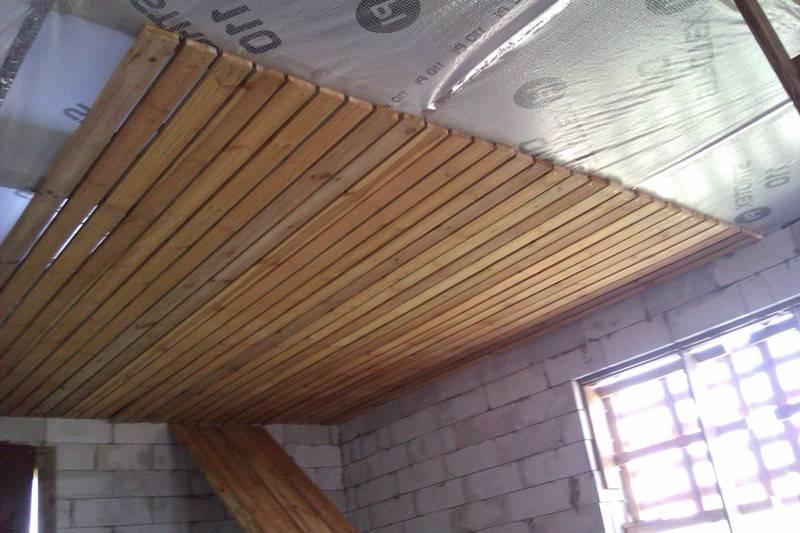 Потолки из фанеры: выбор материала и очередность работ. описание процесса обшивки с фото и видео