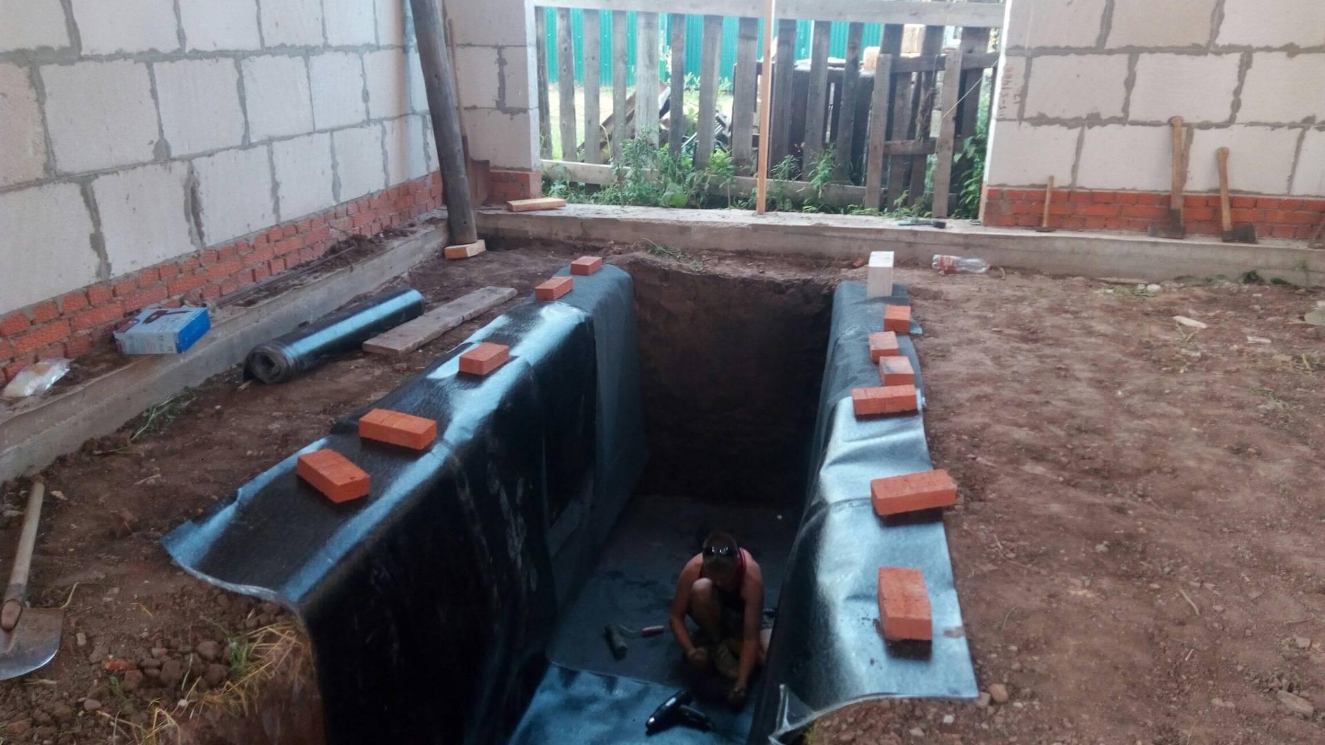 Гидроизоляция смотровой ямы в гараже своими руками: защита от грунтовых вод,  что сделать если они близко, чем засыпать яму