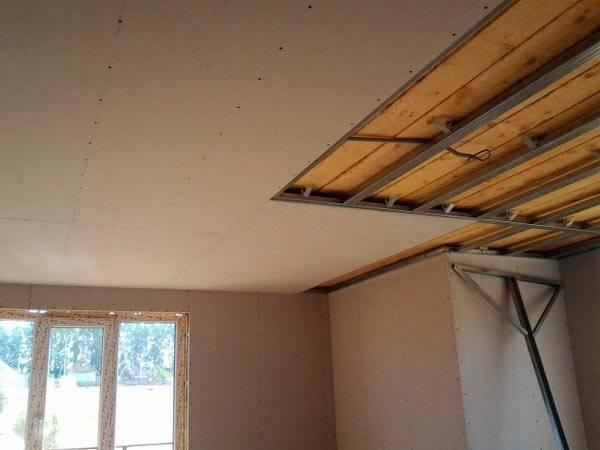 Как подшить потолок гипсокартоном в частном доме с балками отделать