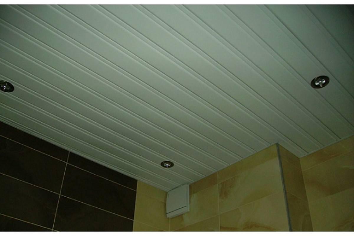 Реечный потолок в ванной - установка и монтаж, виды потолков: французские, зеркальные, металлические, алюминиевые