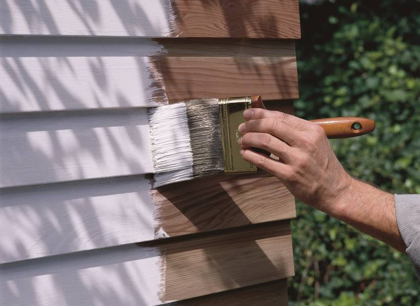 Как и чем покрасить деревянный дом снаружи: советы и рекомендации