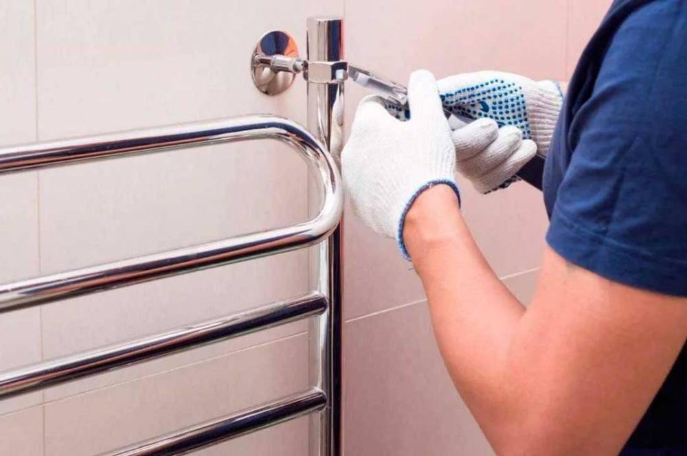 Установка полотенцесушителя в ванной комнате своими руками