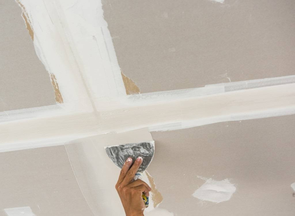 Шпаклевка потолка из гипсокартона под покраску своими руками: как правильно (видео)