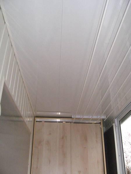 Как крепить пластиковые панели потолку или стене правильно и без ошибок