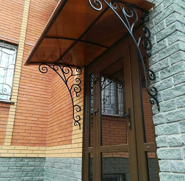 Козырек над крыльцом +75 фото вариантов навеса над входом