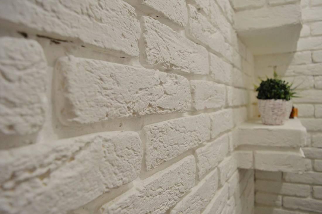 Как покрасить стену из кирпича, какое покрытие выбрать для штукатурки, декоративного и гипсового камня в помещении и квартире и самодельные трафареты своими руками