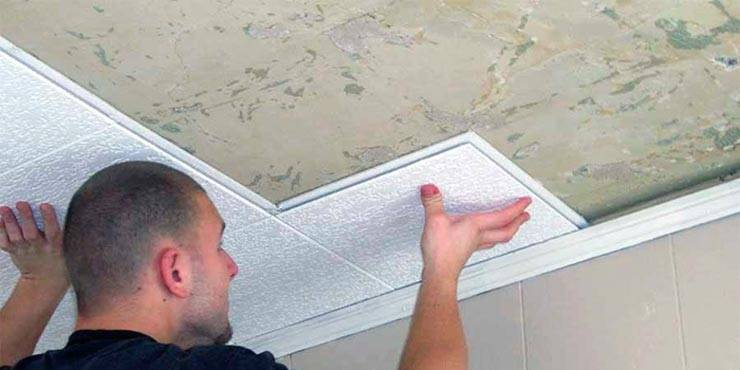 Как заделать щели между пенопластовыми плитками на потолке?
